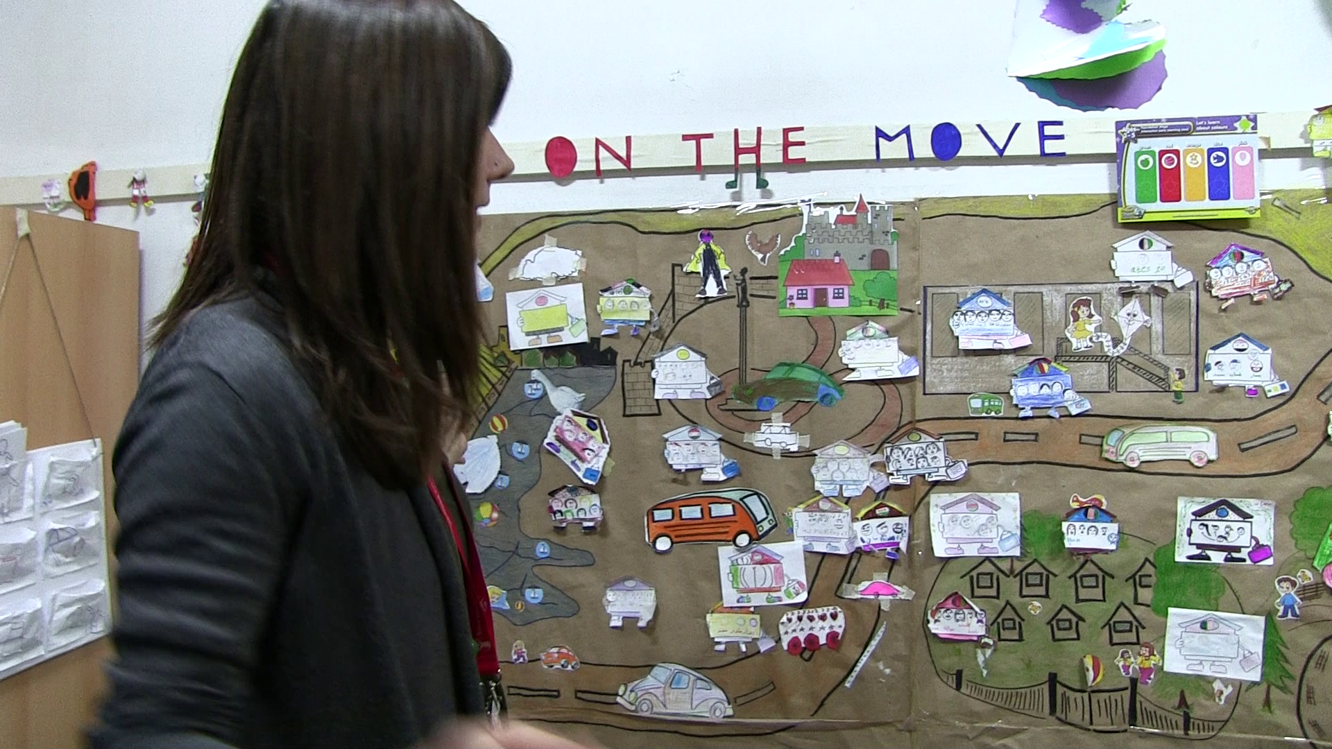 "Tatjana, Save the Children, shows us the ""Home on the move"" map"